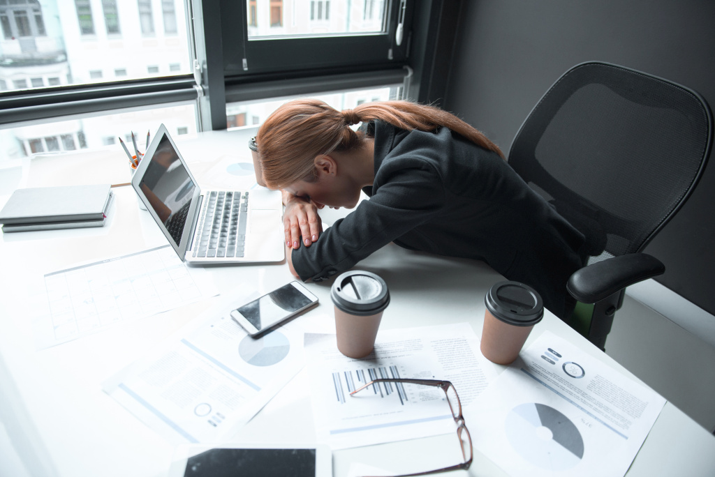 Niewyspanie i syndrom uciekającej doby